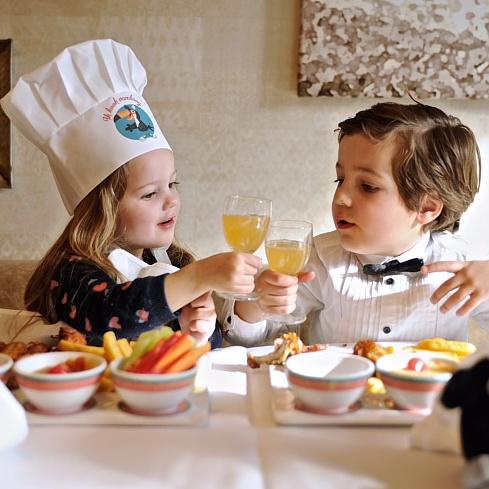 Enfants à table